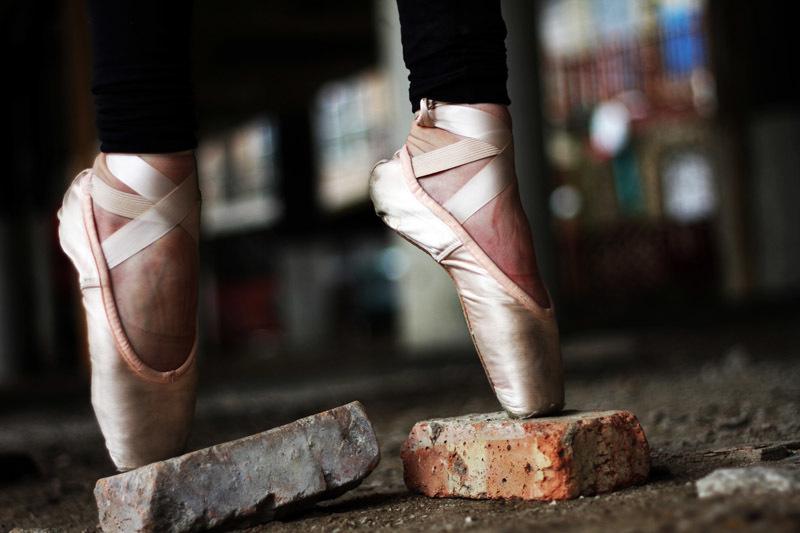 A ballerina balancing en pointe